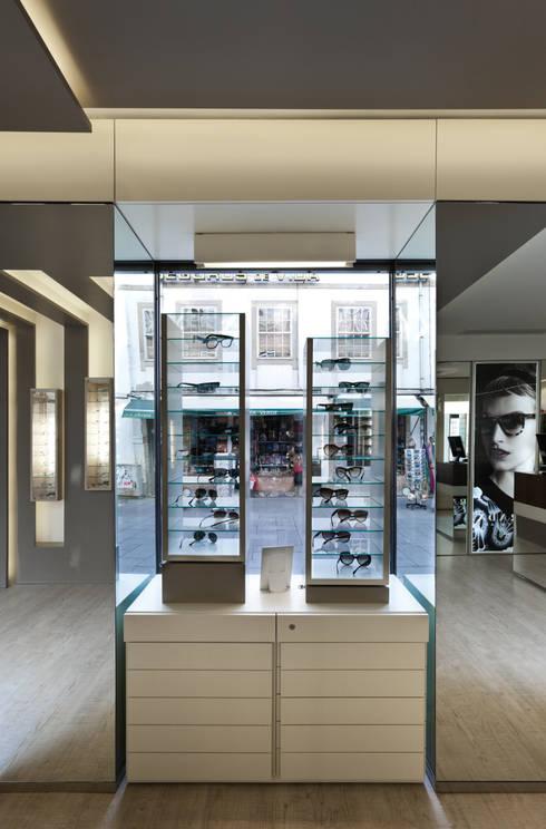 OO_5: Lojas e espaços comerciais  por XYZ Arquitectos Associados