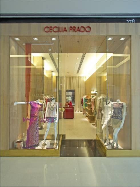 LOJA CECILIA PRADO - SHOPPING JK: Lojas e imóveis comerciais  por AMAC CONSTRUTORA