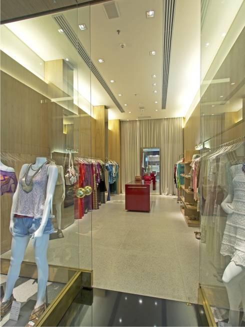 LOJA CECILIA PRADO – SHOPPING JK: Lojas e imóveis comerciais  por AMAC CONSTRUTORA