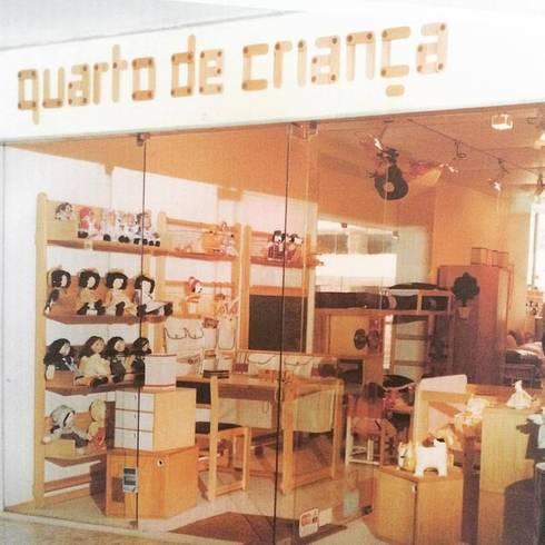 Vitrine do Showroom Ipanema - RJ (Decada de 80): Lojas e imóveis comerciais  por INTERCASA MÓVEIS INFANTIS E JUVENIS