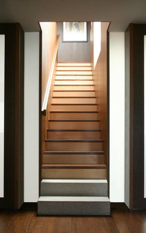 Casa CS_4: Casas modernas por XYZ Arquitectos Associados