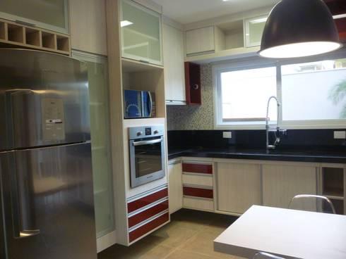 Residência Vale do Paraíba – SP: Cozinhas modernas por ANALU ANDRADE - ARQUITETURA E DESIGN