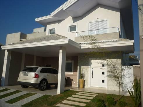 Residência Vale do Paraíba – SP: Casas modernas por ANALU ANDRADE - ARQUITETURA E DESIGN