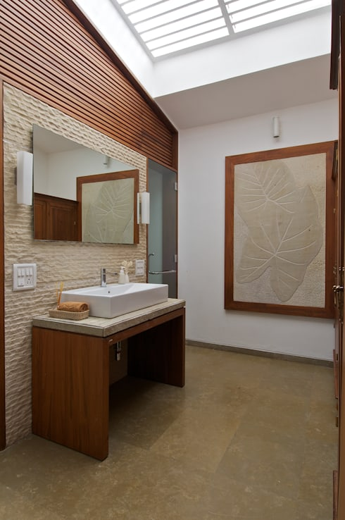AA Villa:  Bathroom by Atelier Design N Domain