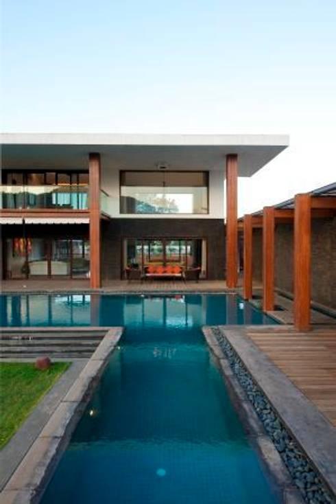 PA Villa : modern Pool by Atelier Design N Domain