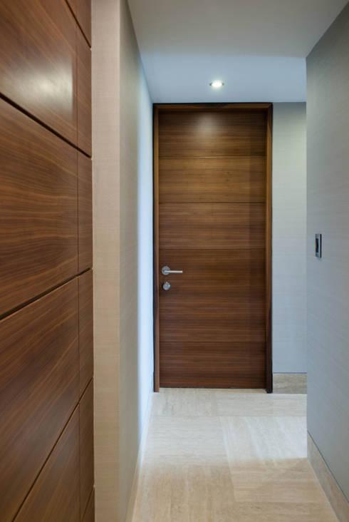 PH Altozano: Pasillos y vestíbulos de estilo  por VODO Arquitectos