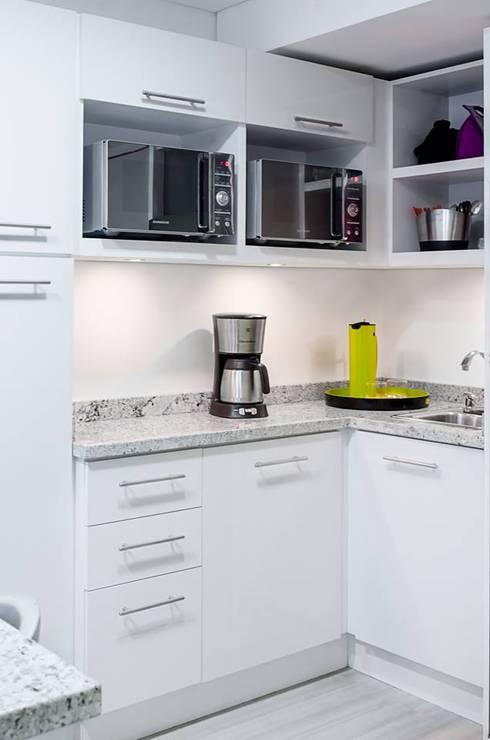 .: Cocinas de estilo moderno por Belhogar Diseños, C.A.