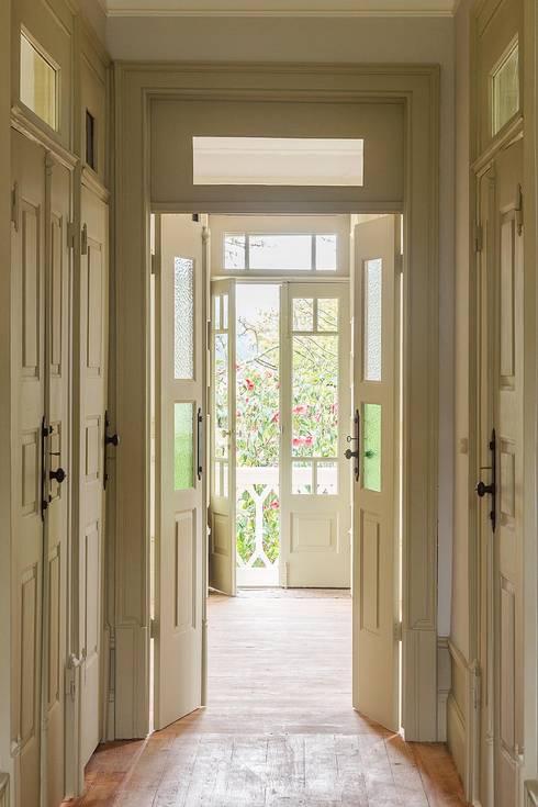 Corridor & hallway by Clínica de Arquitectura