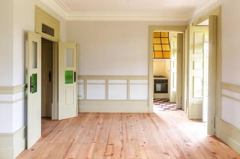 Vista interior - sala: Salas de jantar modernas por Clínica de Arquitectura