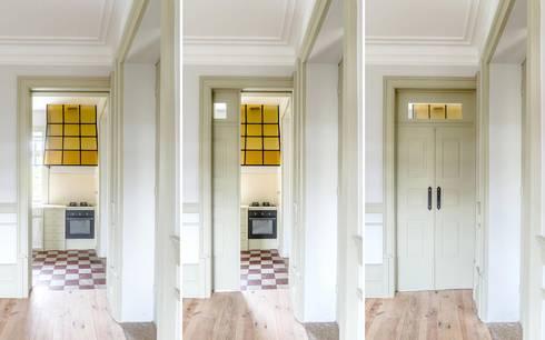 Vista interior - sala: Salas de estar modernas por Clínica de Arquitectura