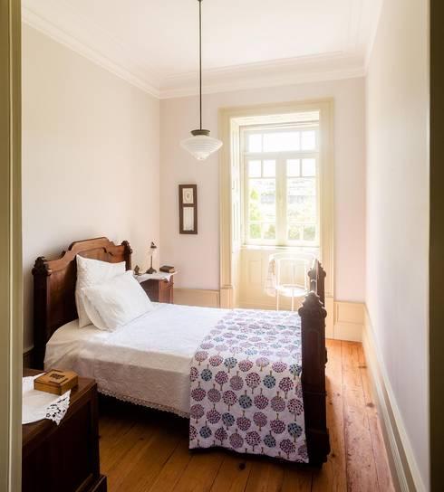 modern Bedroom by Clínica de Arquitectura