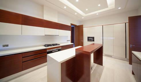 Projecto Hidd Al Saadiyat: Cozinhas modernas por MOB