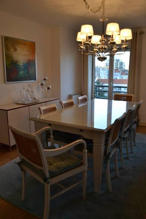 Duplex Lisboa: Salas de jantar modernas por G.R design