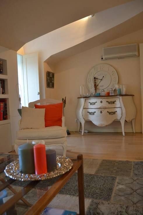 Duplex Lisboa: Salas de estar modernas por G.R design