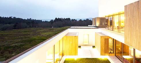 Hotel Turismo do Minho : Jardins modernos por Neoturf