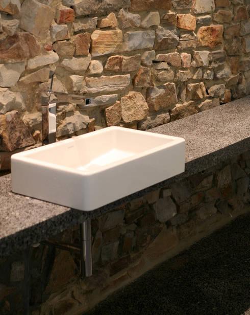 25 mct: Salle de bain de style de style Moderne par Luc Spits Architecture