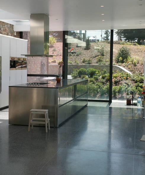 25 mct: Cuisine de style de style Moderne par Luc Spits Architecture