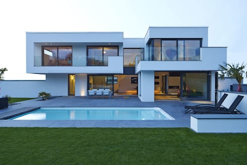 Villa belice by lee mir homify for Bauhaus swimmingpool