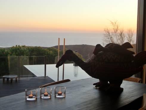 Catarina´s house: Salas de estar ecléticas por COISAS DA TERRA