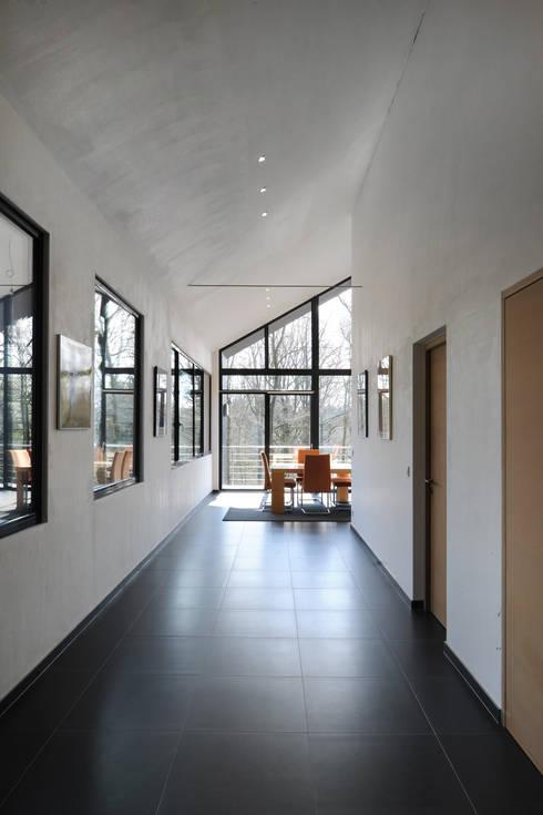 Коридор и прихожая в . Автор – Luc Spits Architecture