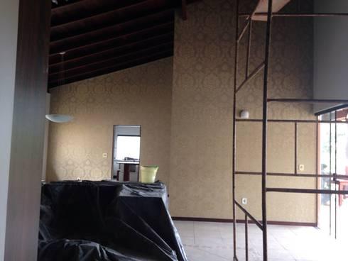 Residência Brasília – DF: Salas de estar campestres por ANALU ANDRADE - ARQUITETURA E DESIGN
