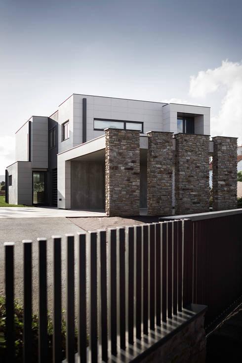 Casa unifamiliare in stile  di AD+ arquitectura