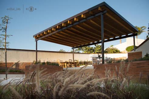 Techumbre exterior: Jardines de estilo minimalista por Región 4 Arquitectura