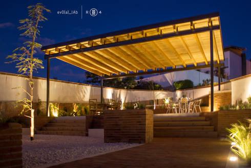 Jardín de noche: Jardines de estilo minimalista por Región 4 Arquitectura