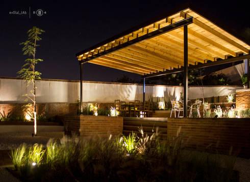 Jardín Ecuestre: Jardines de estilo minimalista por Región 4 Arquitectura