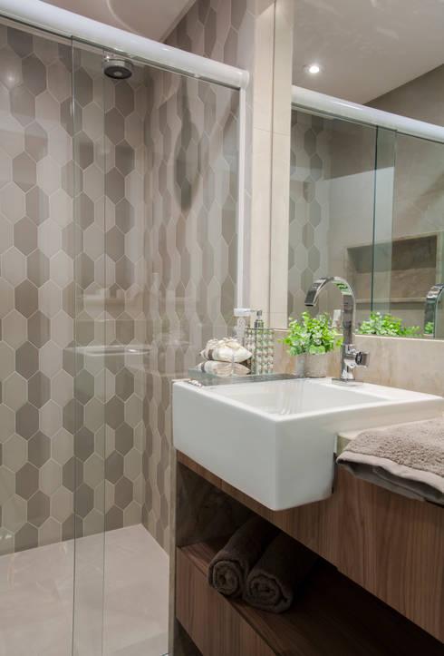Banheiro Social: Banheiros modernos por Estúdio HL - Arquitetura e Interiores