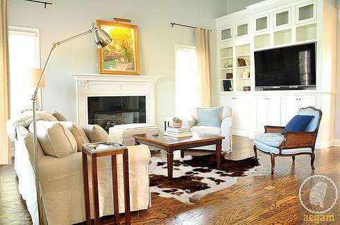 Modern <q>Classic White</q> themed Home : modern Living room by Aegam