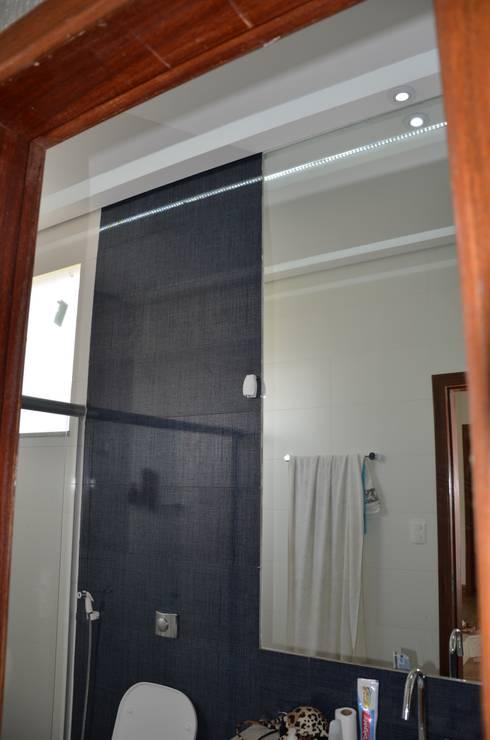 Suíte hóspedes 3 : Banheiros minimalistas por Solange Figueiredo - ALLS Arquitetura e engenharia