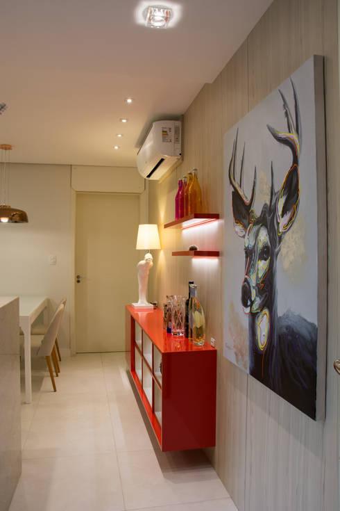 Hall de apartamento: Corredores e halls de entrada  por ARQ Ana Lore Burliga Miranda