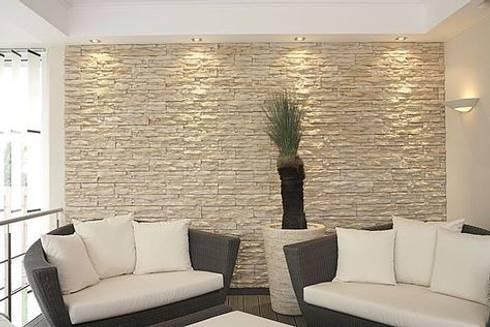 Steinriemchen Wandpaneele: rustikale Wohnzimmer von Stil+LeBeN
