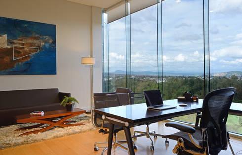 Oficina: Edificios de Oficinas de estilo  por VICTORIA PLASENCIA INTERIORISMO