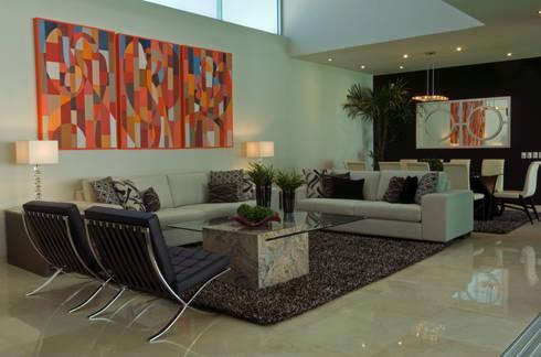Sala: Salas de estilo moderno por VICTORIA PLASENCIA INTERIORISMO