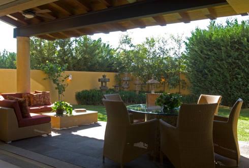 Terraza: Terrazas de estilo  por VICTORIA PLASENCIA INTERIORISMO