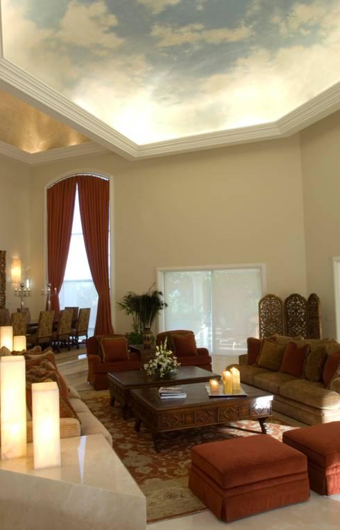 Sala de estar  por VICTORIA PLASENCIA INTERIORISMO