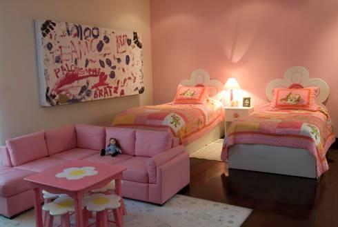 Recamara niña: Habitaciones infantiles de estilo  por VICTORIA PLASENCIA INTERIORISMO