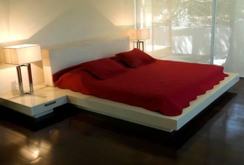 Recamaras: Recámaras de estilo minimalista por VICTORIA PLASENCIA INTERIORISMO
