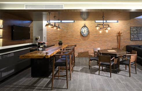 Barra de bar: Paisajismo de interiores de estilo  por VICTORIA PLASENCIA INTERIORISMO