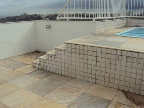 Antes: A área da piscina pouco atraente.:   por Solange Figueiredo - ALLS Arquitetura e engenharia