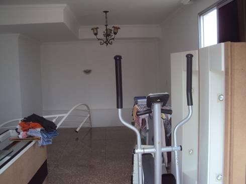Antes: A sala era usada para depósito de coisas.:   por Solange Figueiredo - ALLS Arquitetura e engenharia