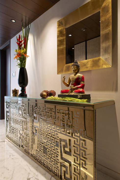 SM Apartment :  Corridor & hallway by KdnD Studio LLP