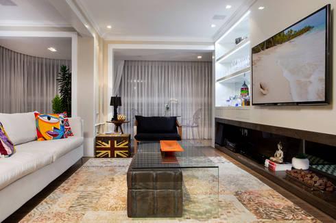 Living: Salas de estar modernas por Priscila Koch Arquitetura + Interiores