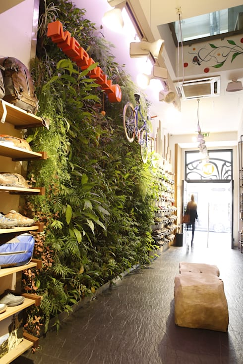 Loja Merrell * Chiado (Rua do Ouro nº277 – Lisboa): Lojas e espaços comerciais  por LC Vertical Gardens