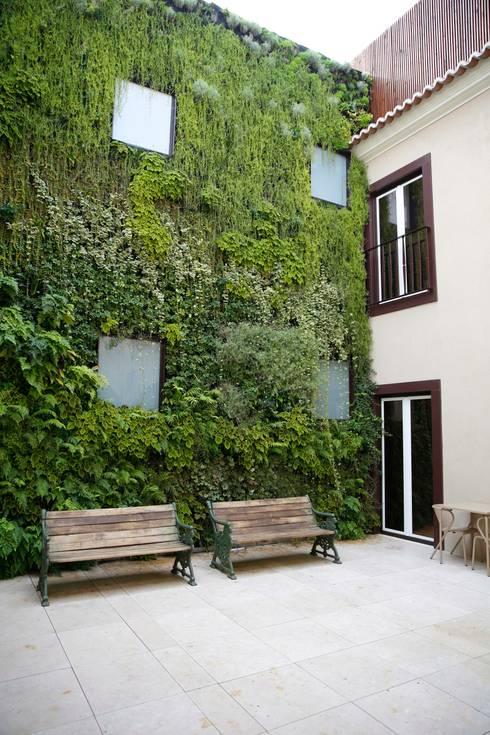 Santiago de Alfama * (Boutique Hotel) – Rua de Santiago 10 a 14, 1100-494 Lisboa: Hotéis  por LC Vertical Gardens