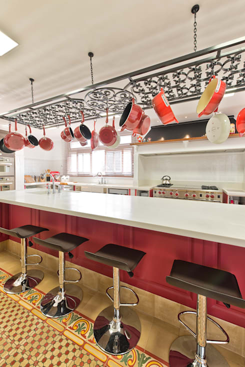 BANCADA COZINHA: Cozinhas clássicas por UNION Architectural Concept