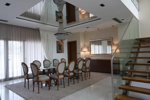 Sala Comum - zona de jantar: Salas de jantar clássicas por Stoc Casa Interiores