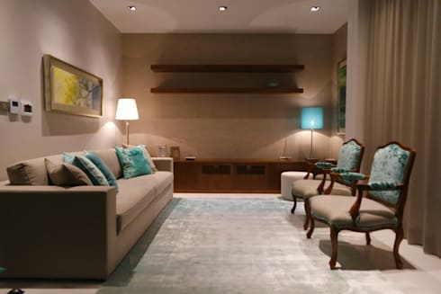 Sala de Estar : Salas de estar clássicas por Stoc Casa Interiores